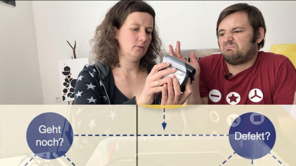 Mission Sortieren - Paula und Thorsten sortieren die Endgeräte aus dem Beispielworkshops des Logbuches